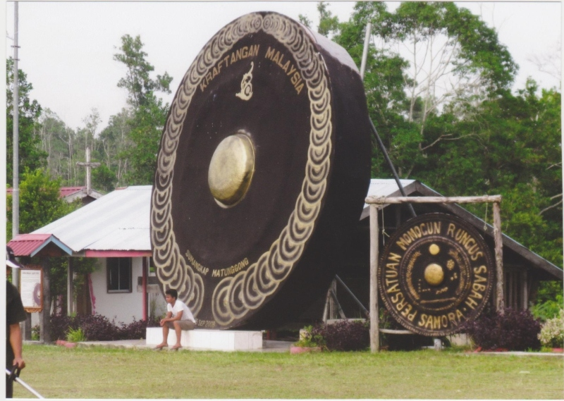 A local village devoted to making gongs. Gongs come in all different shapes and sizes and are used for religious ceremonies, music, and festivals.